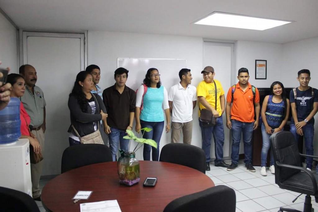 Beto chang entrega recursos para operatividad de proyecto for Proyecto social comedor comunitario
