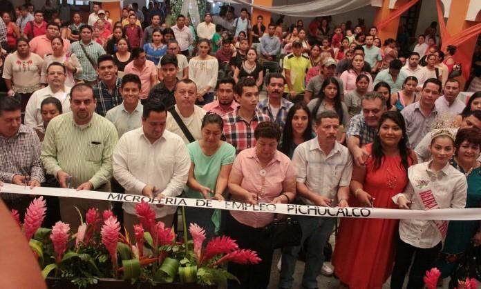 Inauguran microferia de empleo pichucalco 2018 for Muebles torres y gutierrez