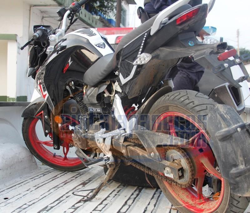 los-delincuentes-dejaron-abandonada-esta-moto