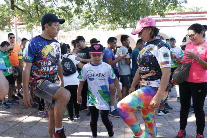 foto-boletin-fge_un-exito-carrera-del-club-corredores-parachicos-y-voluntariado-fge-chiapas-en-chiapa-de-corzo-10_713x475