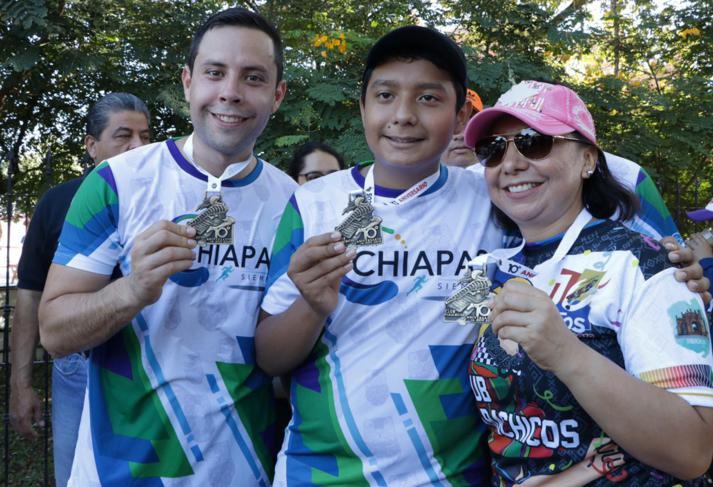 foto-boletin-fge_un-exito-carrera-del-club-corredores-parachicos-y-voluntariado-fge-chiapas-en-chiapa-de-corzo-20_713x487