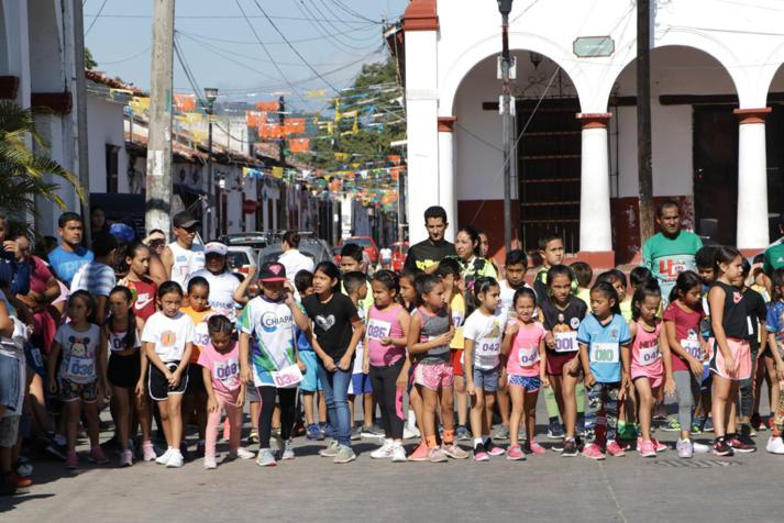 foto-boletin-fge_un-exito-carrera-del-club-corredores-parachicos-y-voluntariado-fge-chiapas-en-chiapa-de-corzo-22_713x476